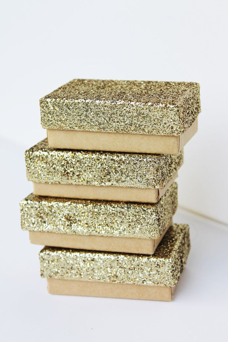 small gold glitter boxes/party favors/weddings/anniversary. $5.00, via Etsy.