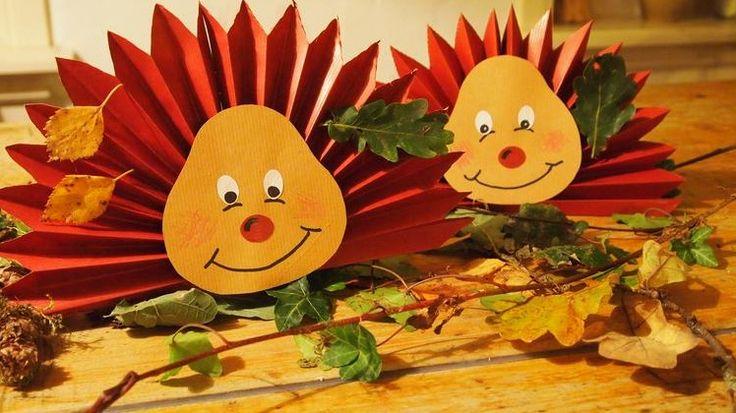 Das Kommen und Gehen der Jahreszeiten ist für uns wie ein normales Natur Phänomen. Aber für Kinder kann dies noch etwas sehr magisch sein. Um es Kindern zu erklären, können wir dies am besten auf eine spielerische Art und Weise tun. Wie schön ist es um zu Hause und in der Schule zu basteln mit …