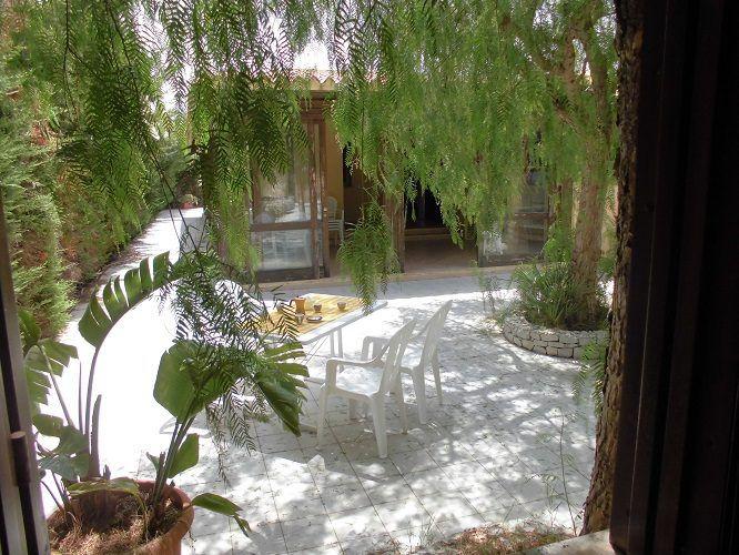 Villa di lusso in San Vito lo Capo, posizionata sul belvedere che domina la spiaggia di perla. Per l'amante della vita all'aperto che non rinuncia alle comodità.