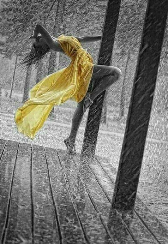 Tánc az esőben - Azok, akik azt mondják, hogy csak a napsütés okoz örömet, soha sem táncoltak az esőben… (Németh György)