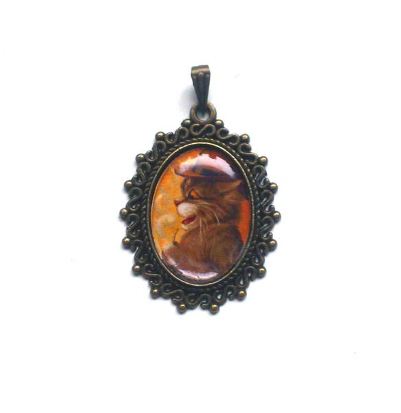 "Bronze coloured pendant ""cat with pipe"" from illustrator Louis Wain by Pretty Pretiosa Jewelry"