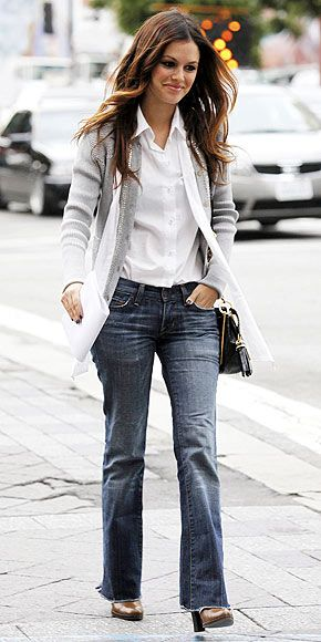 Rachel Bilson's total look is fantastic. Everyday simple chic clothes. Jeans, cardigan and white shirt.