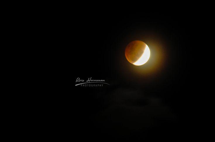 Blood Moon.... Nikon D90 AF 70-300mm 1;4-5.6 G f/18 4s ISO 400 fl 270mm 31012018 09.57 PM Padang, West Sumatera