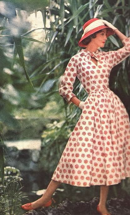 A wonderful printed dress and colour coordinated accessory look from 1957. #vintage #1950s #fashion