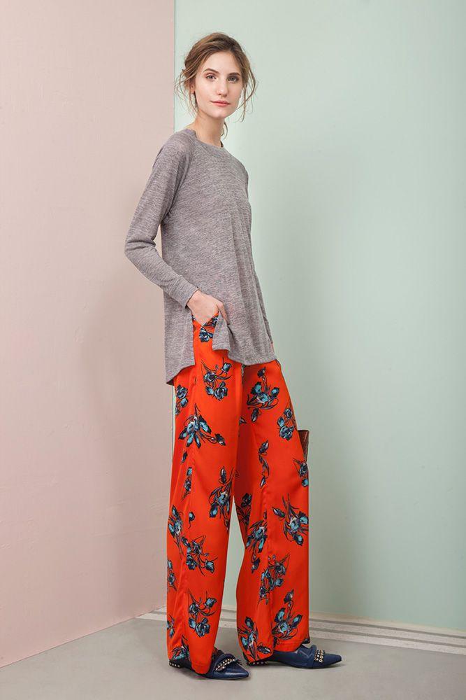Distressed Outfit de Las Pepas. Palazzos estampados combinado con sweater de punto #stylish #outfit #stylish #design