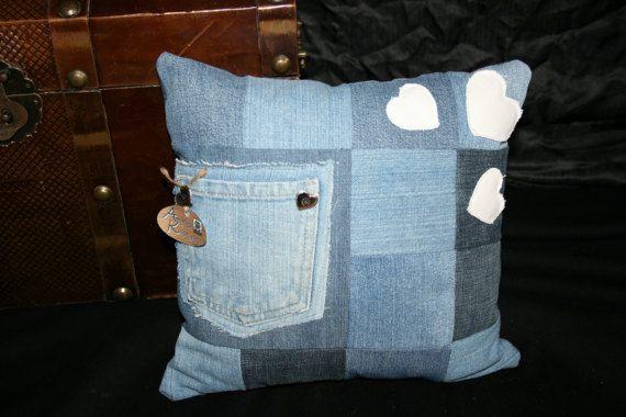 Jeanskissen inkl. Füllung mit Tasche und Herzen 30x30cm
