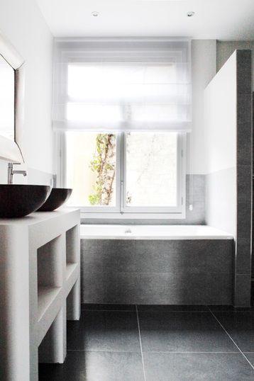 Muurtje tussen douche en bad. Wel of niet helemaal tot aan het plafond?