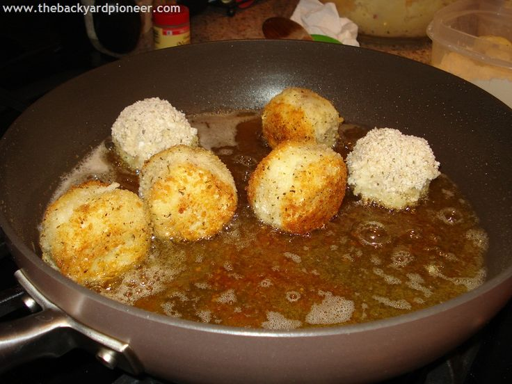 I'm always looking for a way to use left overs (waste not want not) and these Mashed Potato Balls were a good way to get rid of those holiday hanger-ons.