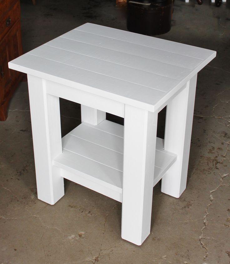 Bänk byggd på beställning av kund. Skall förses med vask och användas i en toalett.