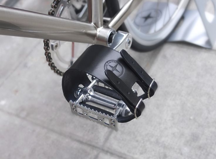 Straps en cuir Bicycle Corner #leather straps #sangles en cuir #straps #sangles #bicyclecorner