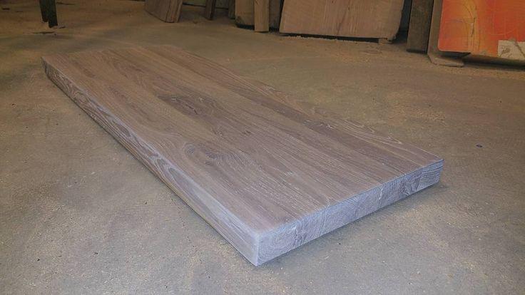 Eik skjærebrett behandlet med hardvoks olje. Oak cutting board #woodshop #wood #woodwork #reclaimed #wooddesign #tredesign #interiordesign #interior #reclaimedwood #oak #eik #liveedge #naturaledge #produktdesign #drivved #interiør #interiørdesign #kjøkken#skjærebrett #cuttingboard de woodsmandesign