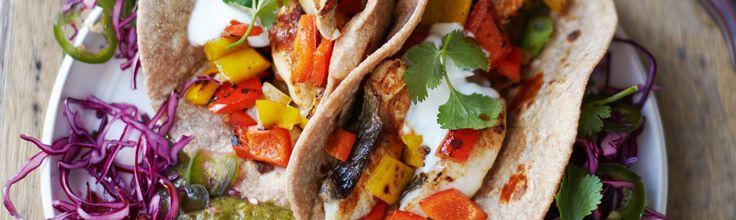 Jamie Oliver heeft een nieuw kookboek en het heet Jamie's Super Food. Dit is het recept voor zijn fantastische vistaco's.