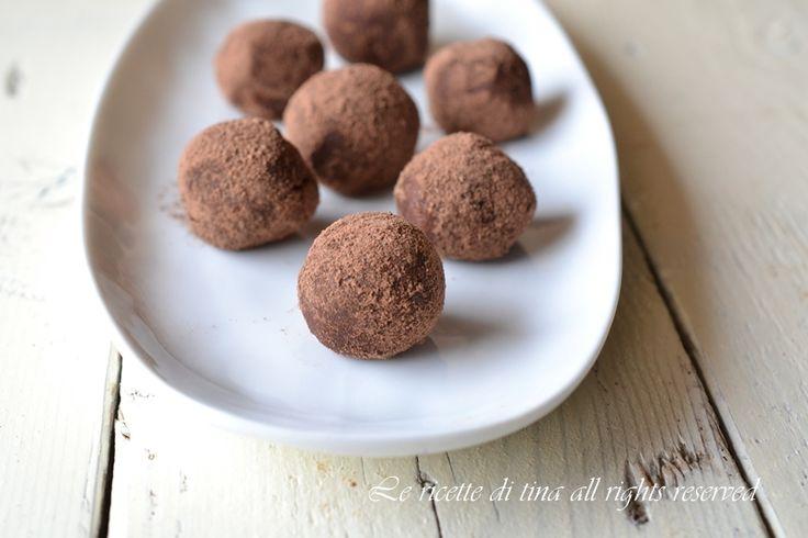 Tartufi dolci con nutella ricotta e pavesini sono dei dolcetti facili e veloci da preparare all'ultimo minuto