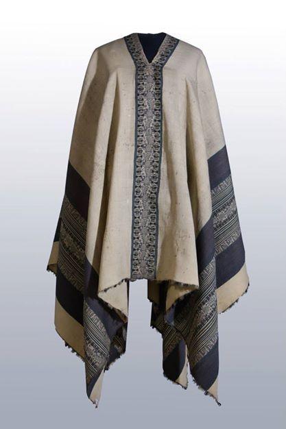 Poncho mapuche. Cuando los mapuches se lo regalaron, estaban reconociendo en San Martín a un cacique, a un conductor. Museo Histórico Nacional, Argentina.
