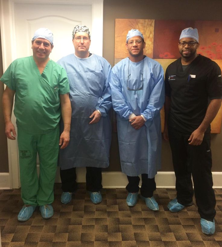Did you know that Dr. Young consistently trains other physicians in various medical and surgical specialties in the art of awake tumescent liposuction? Here are 3 physicians that flew in from far and wide just to train along side of Dr. Young in his 2-day hands-on course!  #physiciantraining #smartlipotraining