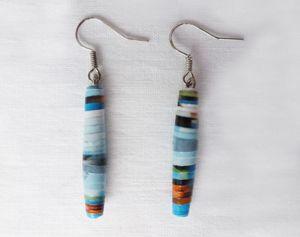Zelf oorbellen maken is makkelijk en origineel. Zeker als je er oud papier mee kunt recyclen. En je kunt de mooiste kleurnuances kiezen. Voor bij die ene jurk of om cadeau te geven!