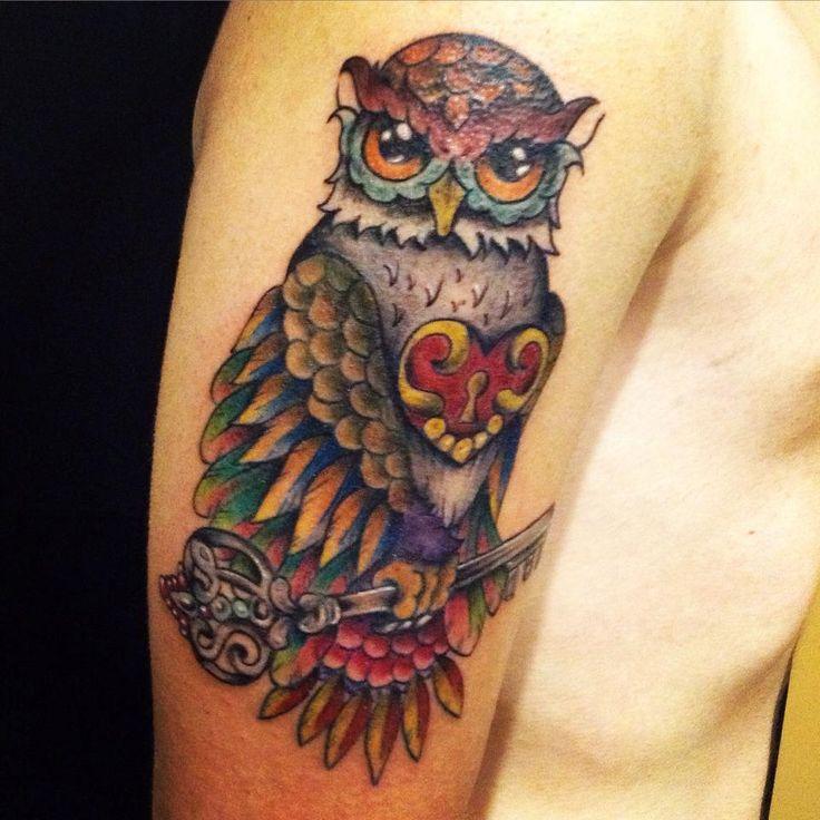 Gufando! ;-) Buon giorno cari Fans..ecco uno dei miei ultimi tatuaggi.. Non vi sto gufando ma augurando una bellissima giornata! Tattoo Artist : Mari Fina  Tatuaggio a colori http://www.subliminaltattoo.it/prodotto.aspx?pid=09-TATTOO&cid=18  Max Signorello Tattoo Supply #subliminaltattoofamily   #gufo   #owltattoo   #neotraditional   #colortattoo