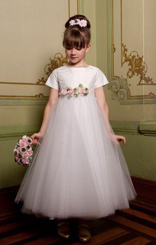 Vestidos de daminha: confira tendências para 2012
