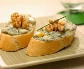 Tapa española: receta de montaditos de queso y anchoas