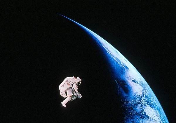 Klik op mij voor een reis door de ruimte