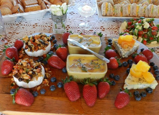#cheeseplatter #brie #gorgonzola #strawberries #blueberries #chickenliverpaté #orange #honey #nuts #capreseskewers