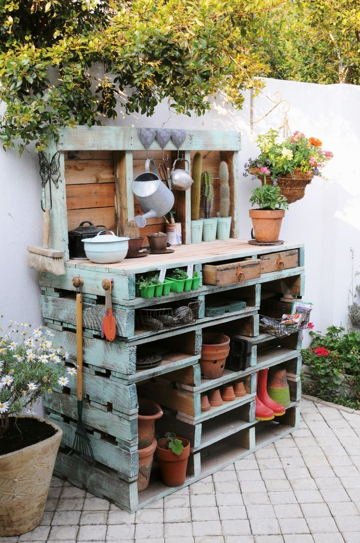 pallet garden bench - good repurposed use of pallets and functional too