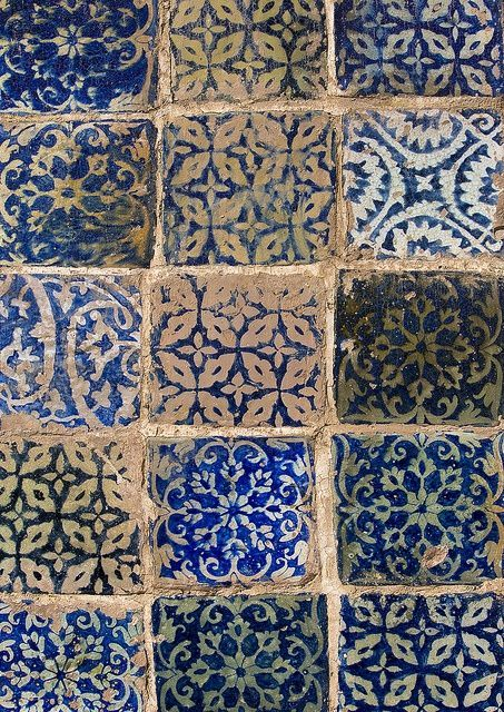 Blue tile geometric floral design (WRITEONTHESAND)
