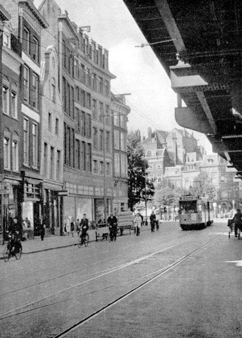Westnieuwland en gezien de reclame op de voorkant van de tram tussen 1935 en 1940...