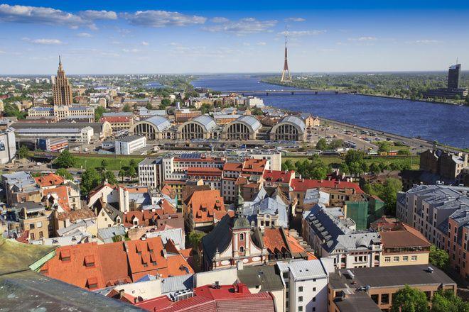 W naszym biurze tłumaczeń, przygotujemy dla Ciebie tłumaczenie dowolnego tekstu z oraz na język łotewski. W naszej obszernej bazie tłumaczy posiadamy wielu specjalistów, którzy poza wykształceniem lingwistycznym często posiadają dodatkową specjalizację, dzięki czemu bez problemów przygotują dla Ciebie przekłady tekstów specjalistycznych.