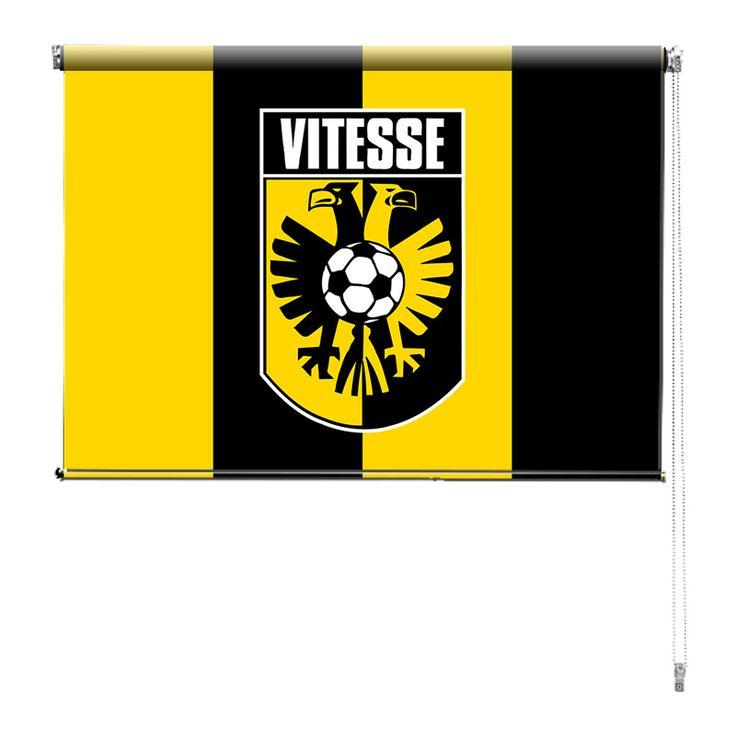 Rolgordijn Vitesse | De rolgordijnen van YouPri zijn iets heel bijzonders! Maak keuze uit een verduisterend of een lichtdoorlatend rolgordijn. Inclusief ophangmechanisme voor wand of plafond! #rolgordijn #gordijn #lichtdoorlatend #verduisterend #goedkoop #voordelig #polyester #voetbal #club #supporter #vitesse #arnhem #geel #zwart #voetbal #sport
