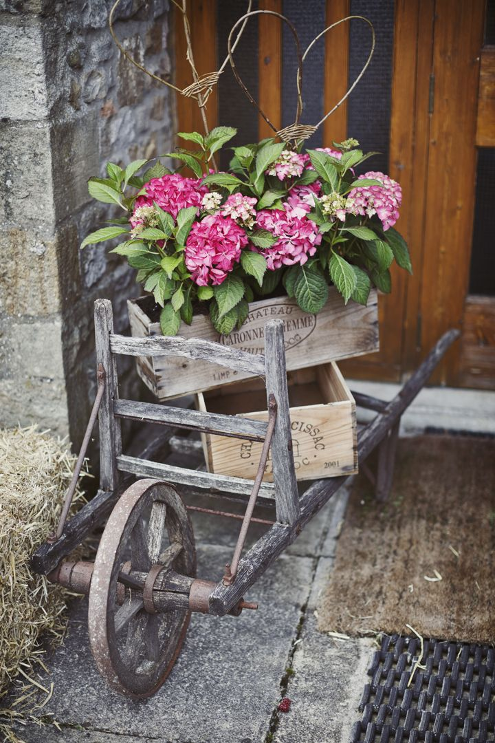 Flower Garden Ideas With Old Wheelbarrow 42 best wheelbarrows (vintage) images on pinterest