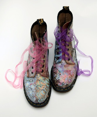 love...spray painted docs with ribbon laces - love!  love it make it