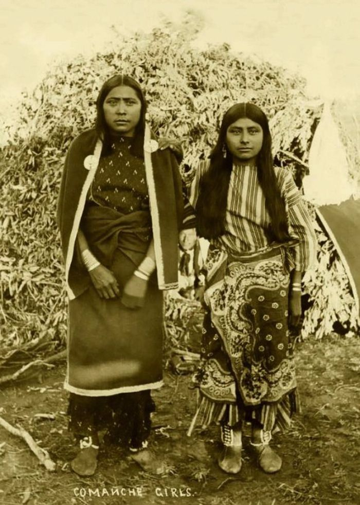 vintage-native-american-girls-portrait-photography-21-575a783e9c37a__700