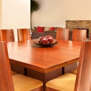 HOW TO CLEAN THE SURFACE OF WOOD FURNITURE