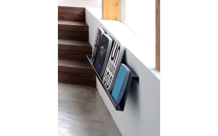 鉄製のオリジナルマガジンラック 1枚の鉄の板を曲げただけのシンプルなデザイン 使用例