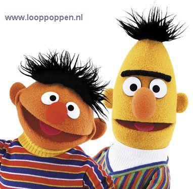 De tv-helden Bert, Ernie, Elmo en Tommie kunnen worden uitgenodigd voor kinderfeesten, speciale evenementen of een braderie. http://www.looppoppen.nl/BertenErnie.htm