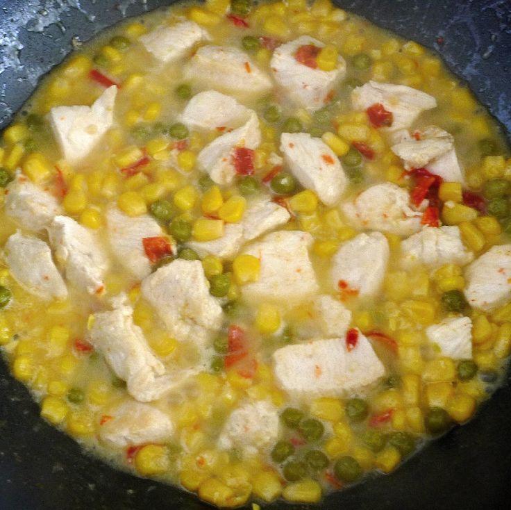 Rýžové nudle s kuřecím masem a Tahini