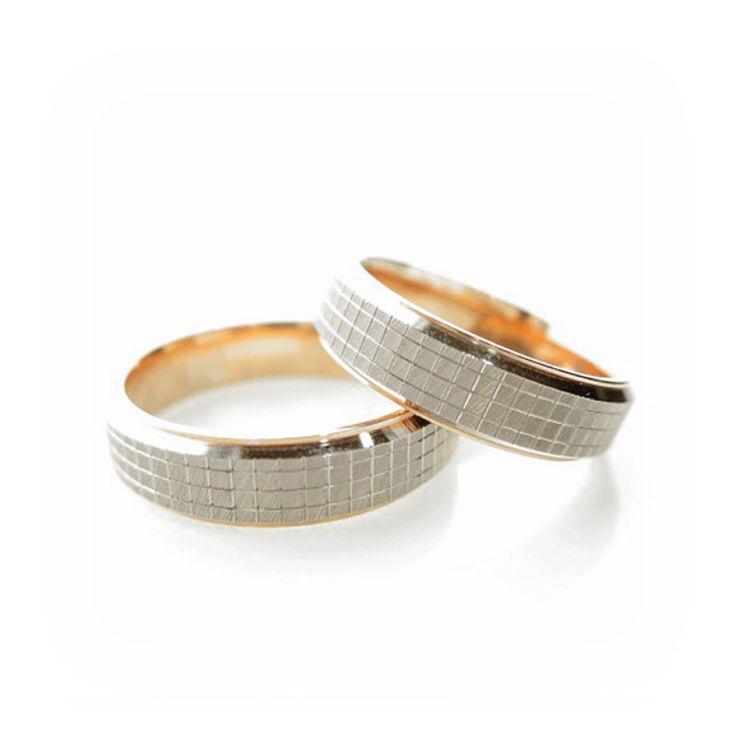 【結婚指輪|HR-285】 独特のスクエア型のカットがキラキラと輝くデザイン。 上品でスタイリッシュな逸品です。 素材:K14PG/Pd。