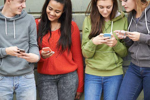 La red social Facebook cada vez genera menos interés para los adolescentes. Una encuesta reciente muestra que este año un considerable porcentaje de ese segmento abandonó la plataforma de Mark Zuckerberg.