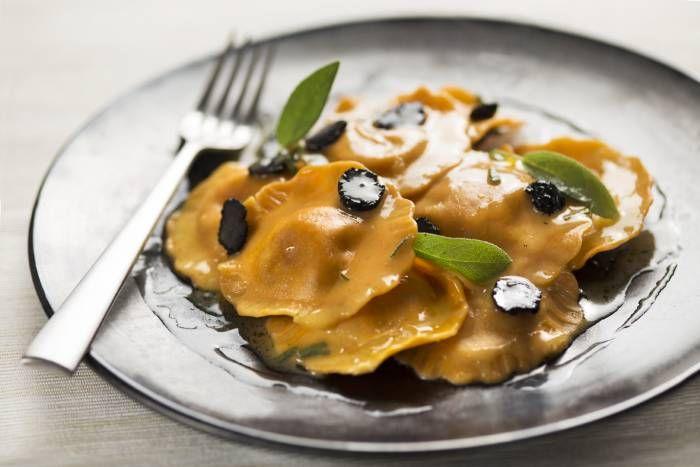 Ravioli di zucca con burro tartufato #Star #ricette #ravioli #zucca #burro #tartufo #food #recipes