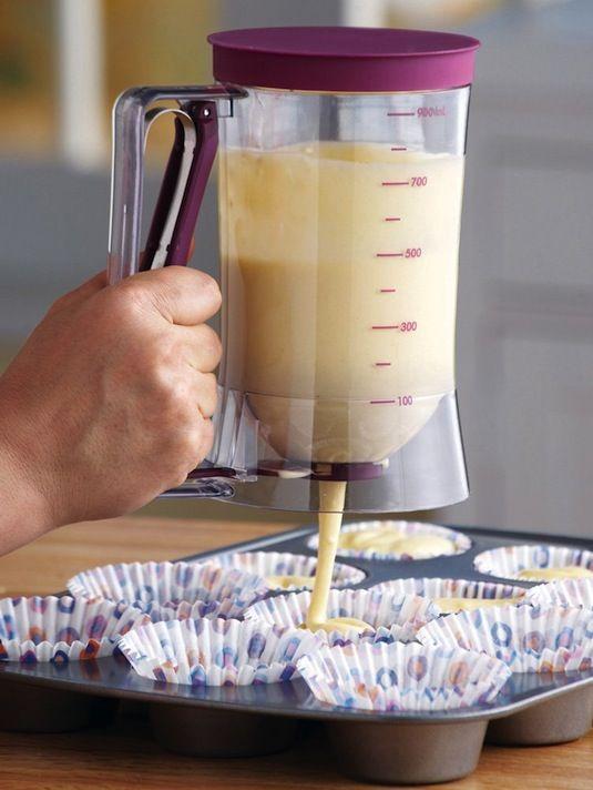 A la hora de hornear es más fácil si repartes la mezcla con un utensilio como este.