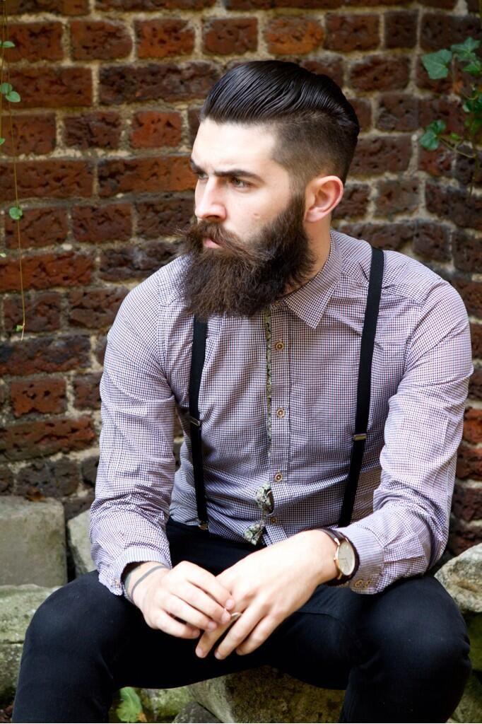 Chris John Millington #barbe #homme #bretelles #chemise #briques #style