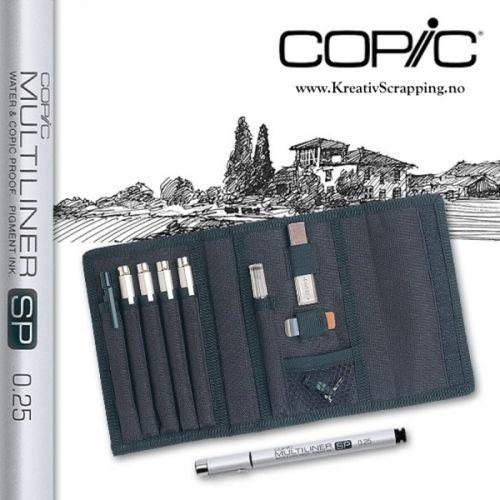 COPIC - MULTILINER SP COLLEGE SET B Mappen inneholder 4 stk COPIC MultiLiner SP pens - 0.25mm, 0.35mm, 0.5mm & 0.7mm.1 stkCOPIC MultiLiner SP ink refill, 1 stk automatisk trykkblyant med refill.Viskelær og adapter. Copic Multiliner SPer en høy kvalitets vann- og Copicfast penn med pigmentert blekk, så du kan fargelegge rett oppå med dine Copic etterpå uten at blekket blir dratt ut. COPIC - A hard-wearing wallet with velcro closures, containing:Four COPIC MultiLiner SP pe...