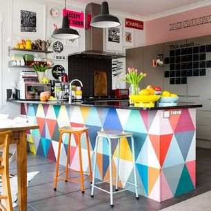 love the colourful bench - might have to become my future shop counter...!