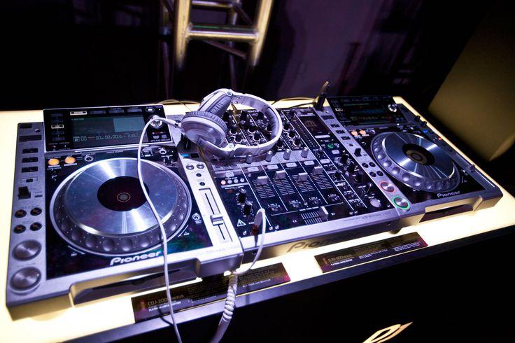 Pioneer DJ Wallpaper | Pioneer DJ Art Mix 2013 Mixing Booth Photo 2