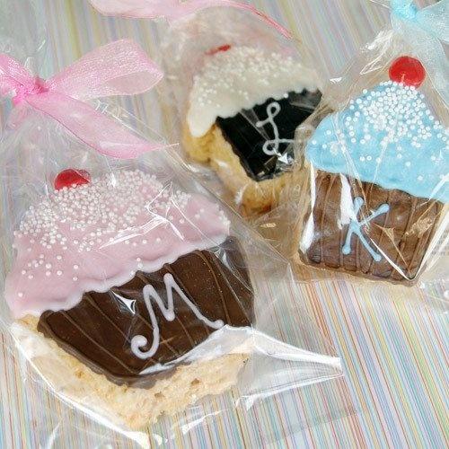 beaucoup  wonderful party favors!  Rice Krispy Treats!