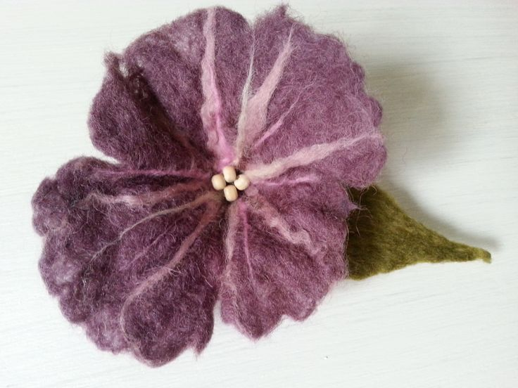 Filcowa broszka kwiat, wet felted flower brooch
