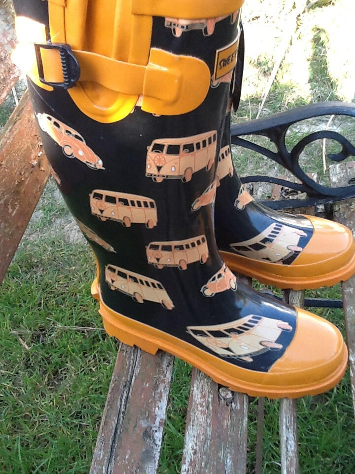NEW IN: RETRO LOOK BLACK & ORANGE VW CAMPER VAN/BEETLE CAR PRINT WELLINGTON BOOTS UK 4 (NEW) http://lovelys-vintage-emporium.myshopify.com/collections/shoes/products/retro-look-black-orange-vw-camper-van-beetle-car-print-wellington-boots-uk-4-new-with-tags
