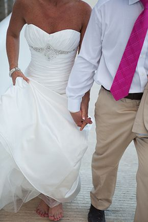 destination wedding dress// a tropical wedding in Cancun, Mexico// www.meridithdesmondphoto.com/