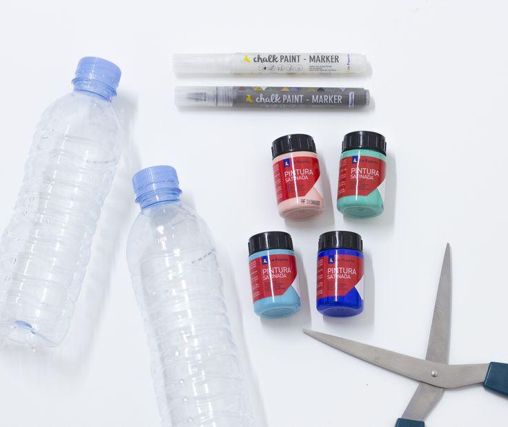 Nada más divertido que reciclar en familia. Este verano os iremos proponiendo ideas frescas con las que dar una segunda vida a todo tipo de objetos de forma sencilla.Esta semana, les toca a las botellas de agua, que tantas usamos. Unas tijeras, Pintura Satinada Multiuso y los rotuladores Chalk Paint Marker para el #diy. El proceso lo estamos subiendo a #stories....Mañana resultado final  Queremos ver vuestros proyectos este #verano ☀️ #chalkpaintmarker #pinturasatinada #multiuso #recycling #